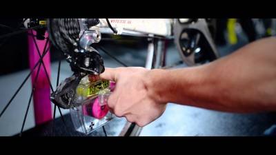 - Muc-Off X-3 Dirty Chain Machine