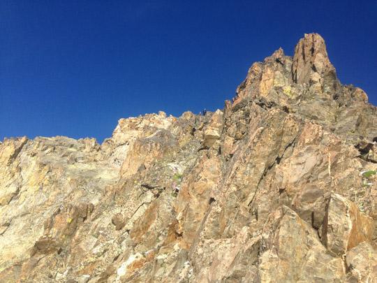 escalando en roca en el Argentara