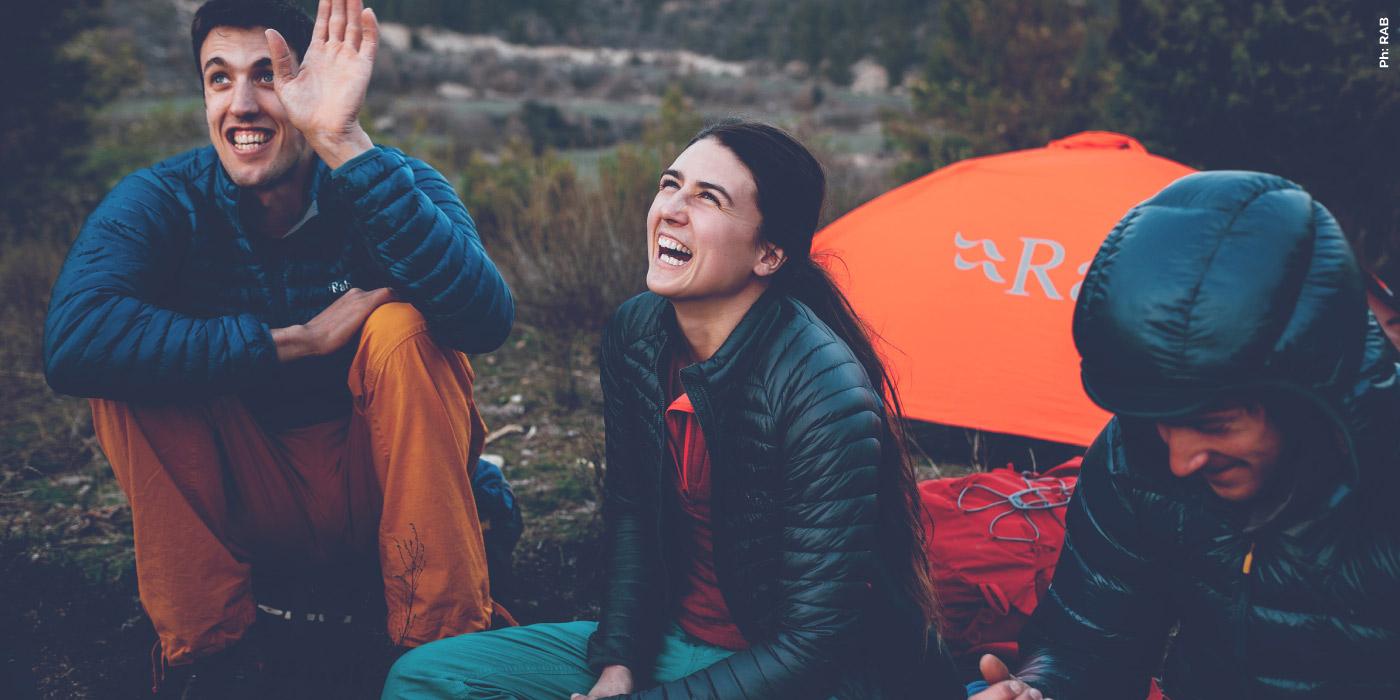 Personas haciendo camping