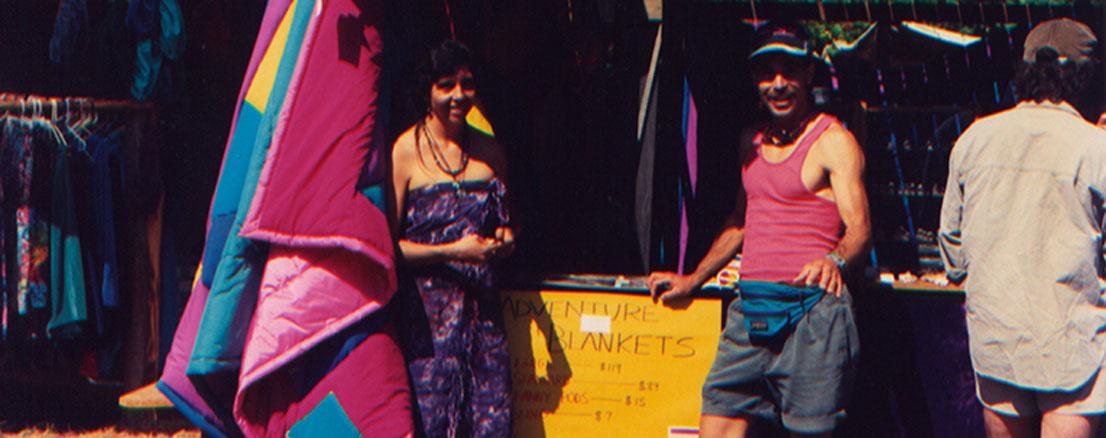 Angelien Robbin Show: Los fundadores, Angeline y Robin Lacy, vendiendo Adventure Blankets en 1992
