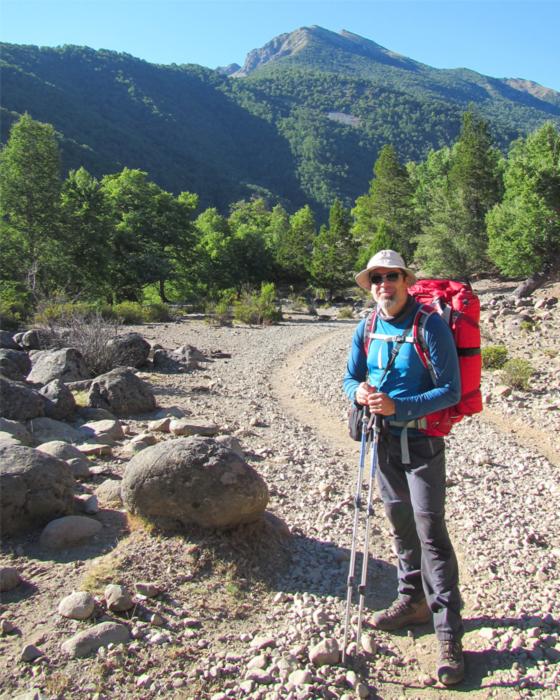 Fernando Fainberg haciendo trekking.